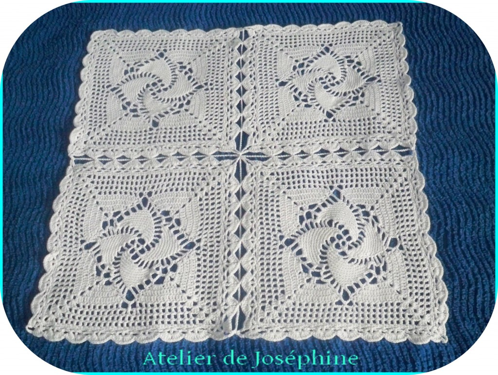 crochet nappe aux moulins en carr s le blog atelier de. Black Bedroom Furniture Sets. Home Design Ideas