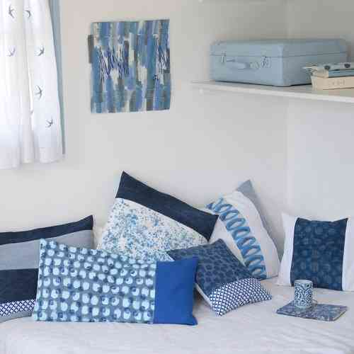 deco des coussins bleus pour l et le blog atelier de jos phine. Black Bedroom Furniture Sets. Home Design Ideas